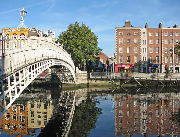 View of the Ha'penny Bridge from Bachelor's Walk