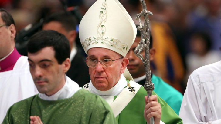 Despite criticism, Pope largely confirms current synod process