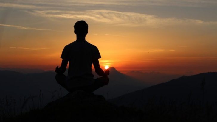 IC readers back bishop on yoga