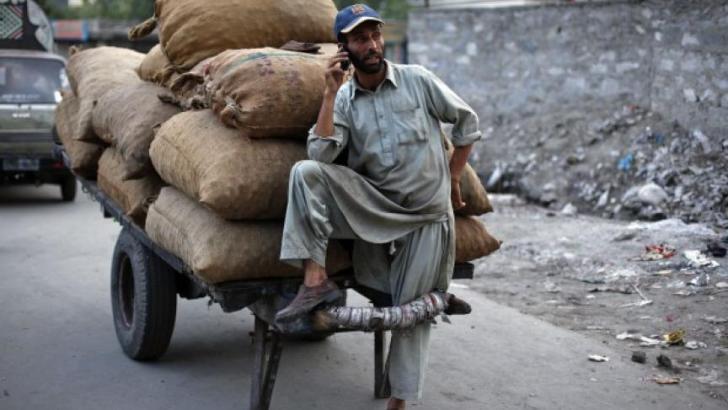 Internet access causing 'digital divide' in Pakistan