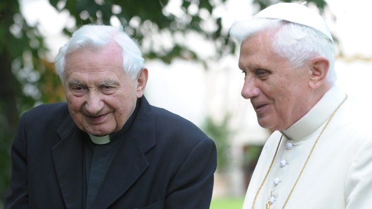 Pope sends condolences to Pope Benedict after brother's death
