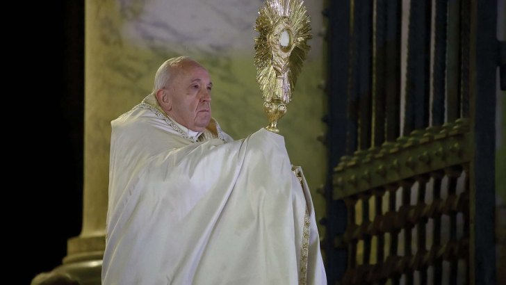 Pope's pandemic year in review: Prayer, online meetings, hopes for change