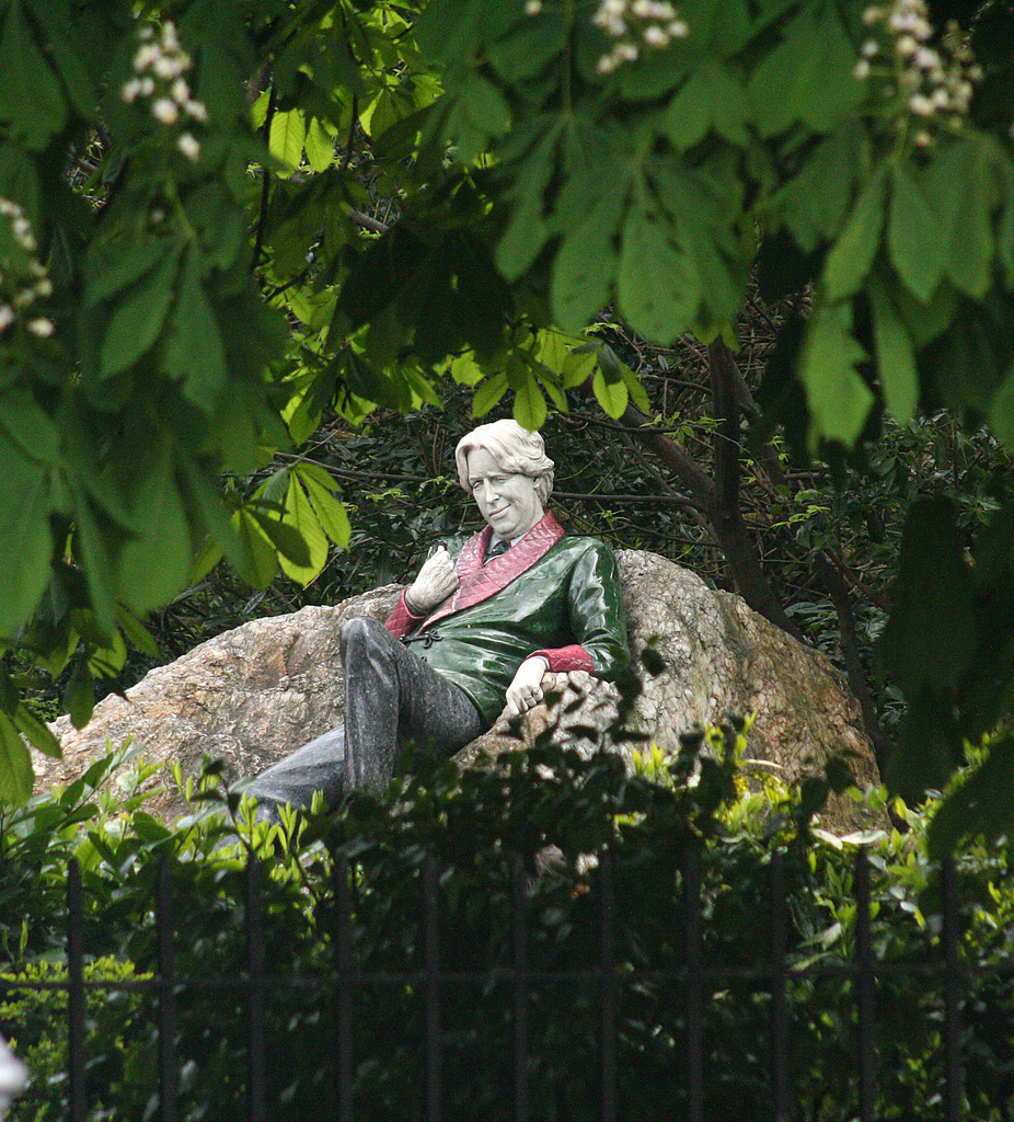 Statue of Oscar Wilde, Merrion Sq, Dublin Eoin Gardiner on Flickr (CC BY 2.0)