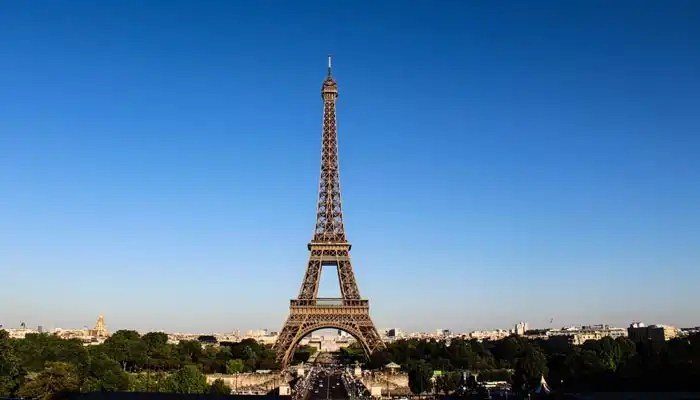 Eiffel Tower- Irish Rugby Tours to France