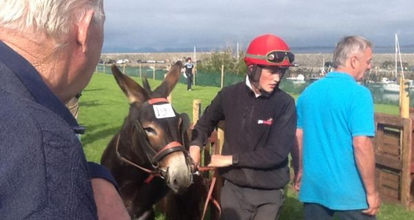 Gary Noonan returns after his victory in the All Ireland Donkey Derby in Mullaghmore on Lynchs Gang.