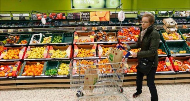 British supermarket wars trigger first annual drop in food spending