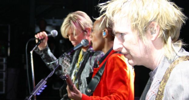 Gerry Leonard (on right) playing live with David Bowie