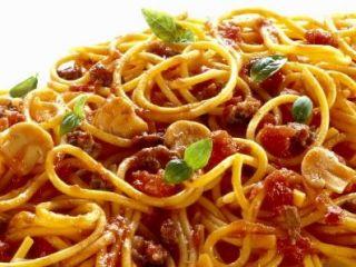 Tipica cucina romana piatti tradizionali pizza e pasta nei ristoranti romani con ricette tipiche
