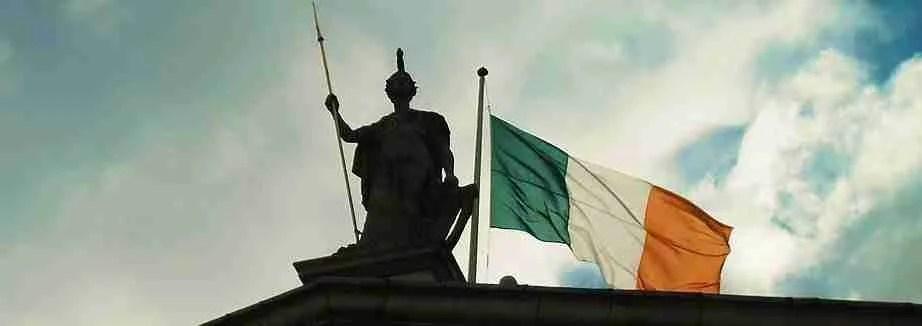 La bandiera irlandese  Arancione bianca e verde