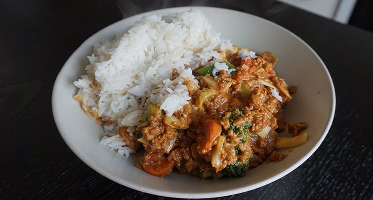 Minced-Meat-or-Soy-With-Rice,-Tikka-Masala-Sauce-&-Veggies