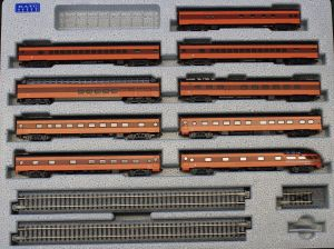 Kato N Amtrak Milwaukee Road Olympian Hiawatha 9-Car Set With Display Unitrack 106082