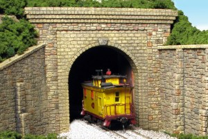 Monroe Models HO Tunnel Portal Random Stone Single Track 112