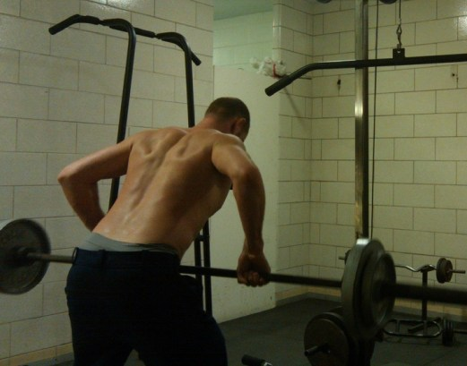 The correct way of doing bent-over barbell rows with your back not rounded