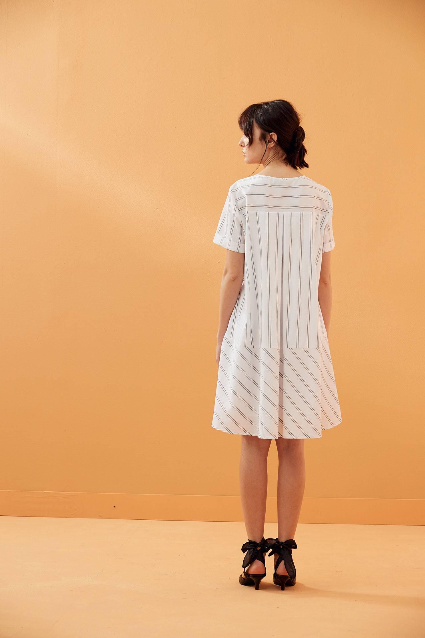 不規則條紋時尚洋裝 洋裝 平織 短袖 | | 洋裝/連身裙 | | iROO
