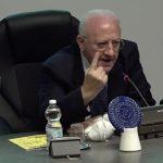 """""""Controlli rigorosi sui viaggi o chiudiamo frontiere"""": l'aut aut di De Luca"""