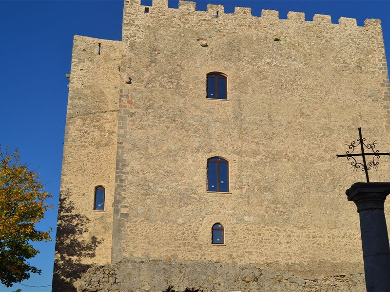 Il castello Cavaniglia di Bagnoli Irpino