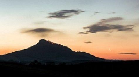 Alba di Cairano vista dalla valle