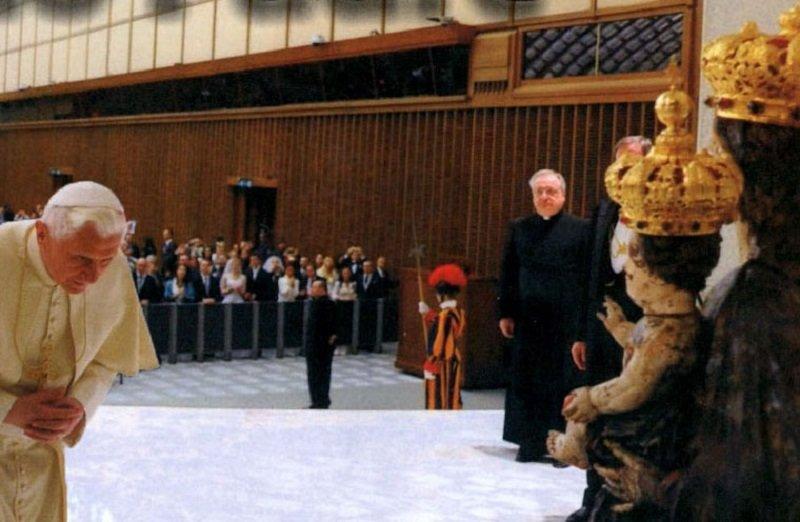 La Madonna di Montecalvo davanti al Papa