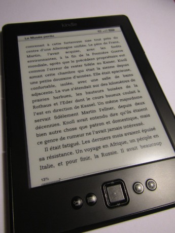 kindle allume 345x460 - [Test] Kindle à 29€ (reconditionné) (premières impressions)