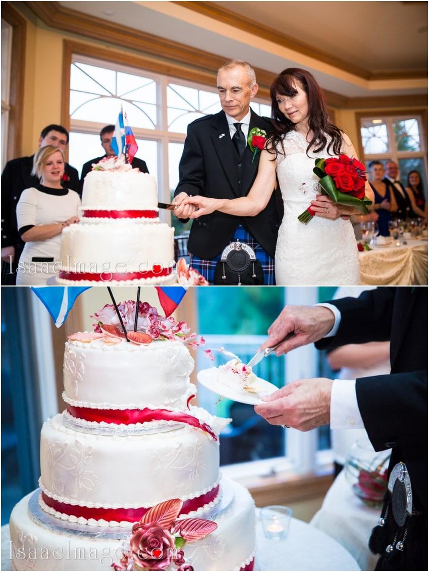 cutting the cake wedding cake