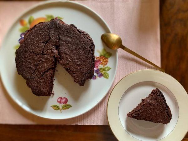 une part de mon gâteau au chocolat à IG bas