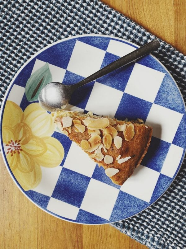 une part de gâteau aux pommes