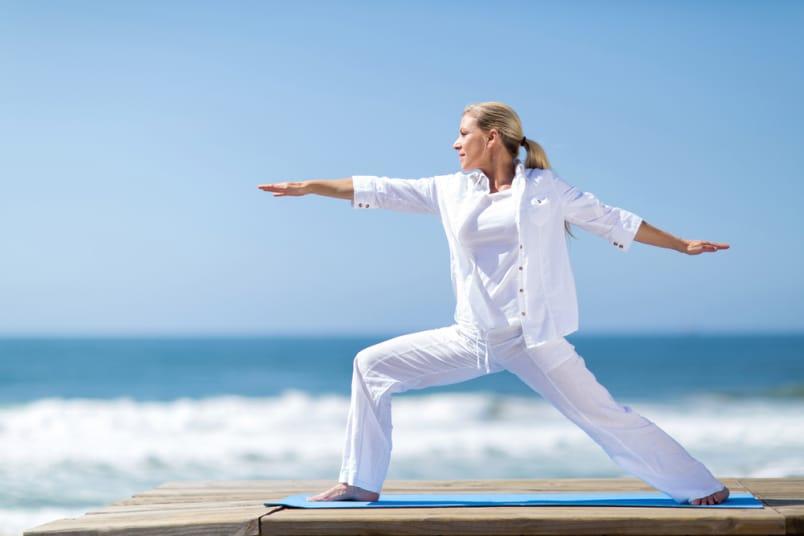 Pratiquer le yoga après 50 ans, ses bienfaits sur la santé