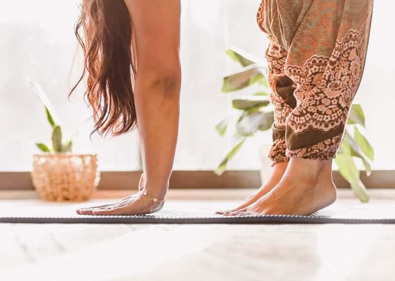 pratique du yoga pour soulager les symptômes de la ménopause