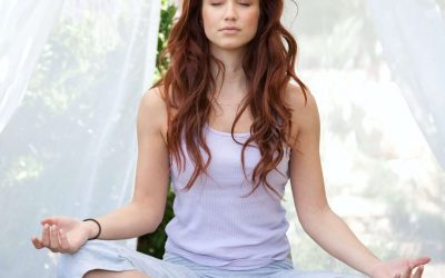 Un ventre moins gonflé et ballonné à la ménopause grâce au yoga