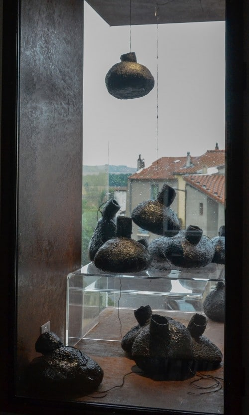 Outres en vitrine