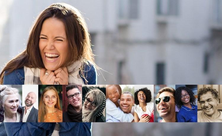Une femme riant en avant-plan et photo-montage de visages qui rient invitent déjà la détente et à la bonne humeur