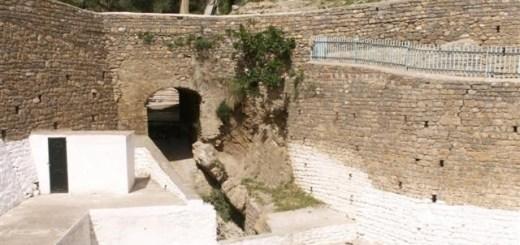 Ruelle et terrasse dans le village de Zemmoura