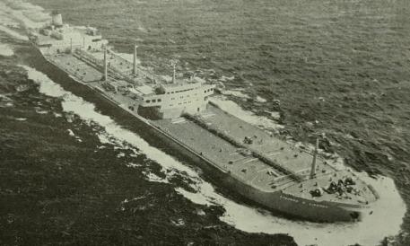 Το δεξαμενόπλοιο «Σταύρος Γ. Λιβανός» κατά τον δοκιμαστικό του πλου. Παραδόθηκε στον Οίκο Λιβανού στις 29 Μαρτίου 1964 από τα ναυπηγεία Κούρε της Ιαπωνίας. Η χωρητικότητά του ήταν 68.500 dwt, ενώ η υπηρεσιακή του ταχύτητα έφτανε τα 16 μίλια. Η ναυπήγησή του ολοκληρώθηκε εντός επτά μηνών. [Ναυτικά Χρονικά, αρ. 693/452, 15 Απριλίου 1964]