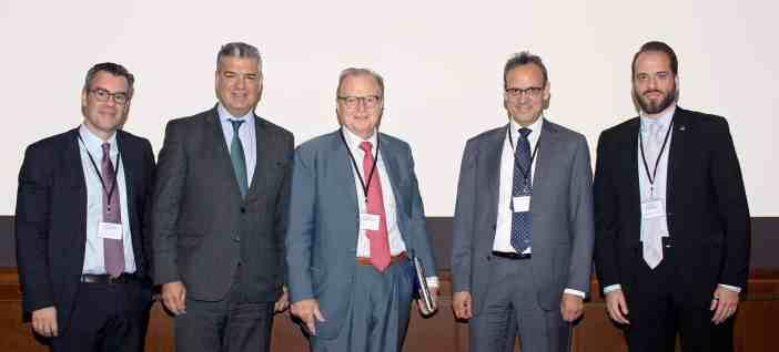 (Α-Δ): Ο κ. Ηλίας Μπίσιας, ο κ. Δημήτρης Πατρίκιος, ο κ. Γιώργος Τσαβλίρης, ο κ. Κώστας Βλάχος και ο δρ Κωνσταντίνος Πούλης.