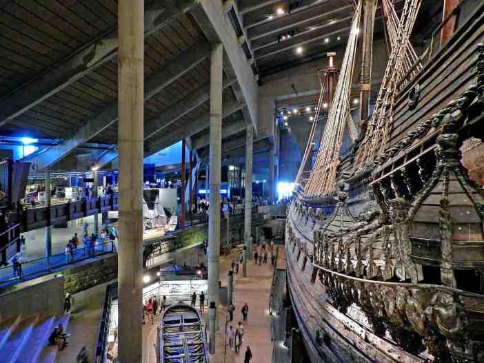 Το ναυτικό μουσείο Vasa στην Στοκχόλμη. Στην εικόνα διακρίνεται το ομώνυμο πολεμικό πλοίο, που το παρθενικό του ταξίδι πραγματοποιήθηκε το 1628