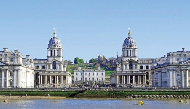 Το Εθνικό Ναυτικό Μουσείο του Γκρίνουιτς (στο βάθος της φωτογραφίας) στο Λονδίνο θεωρείται πως είναι το μεγαλύτερο ναυτικό μουσείο στον κόσμο, ενώ εγκαινιάστηκε στις 27 Απριλίου του 1937