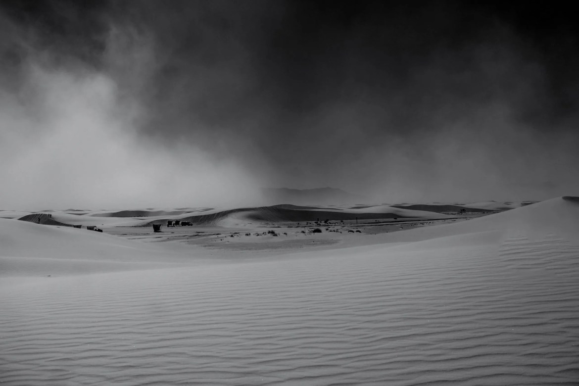 B&W pic of White Sands