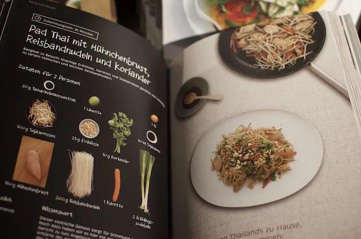 Kochbuch mit aktuellen Rezepten des Kochhauses   Foto: Monika Schreiner