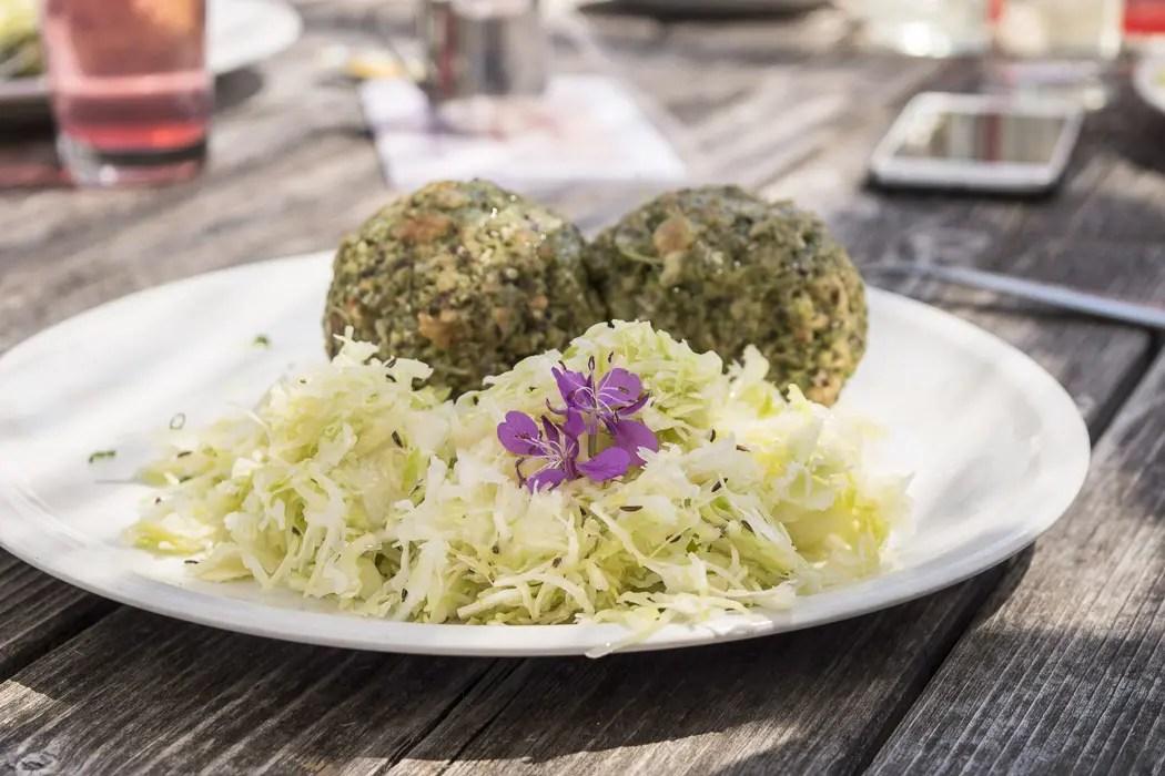 Vegane Knödel mit Krautsalat - ISARBLOG