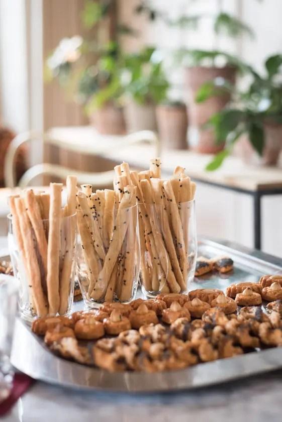 Snacks im Salon   Foto: Monika Schreiner