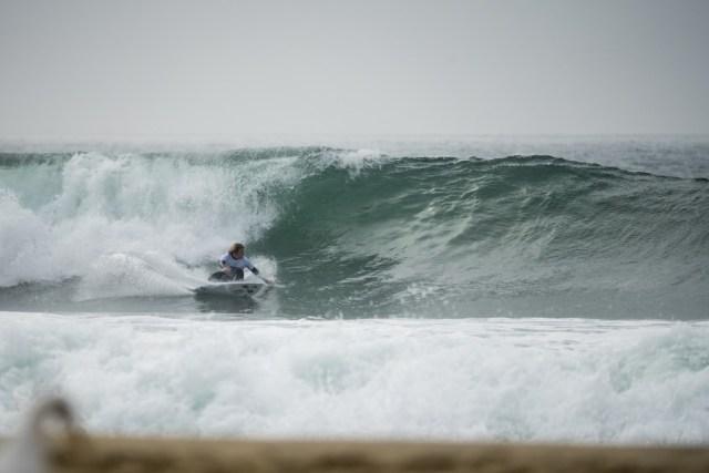 """El """"power surf"""" del mexicano Alan Cleland fue premiado con el primer 9 de este tercer día de competición. Foto: ISA / Ben Reed"""