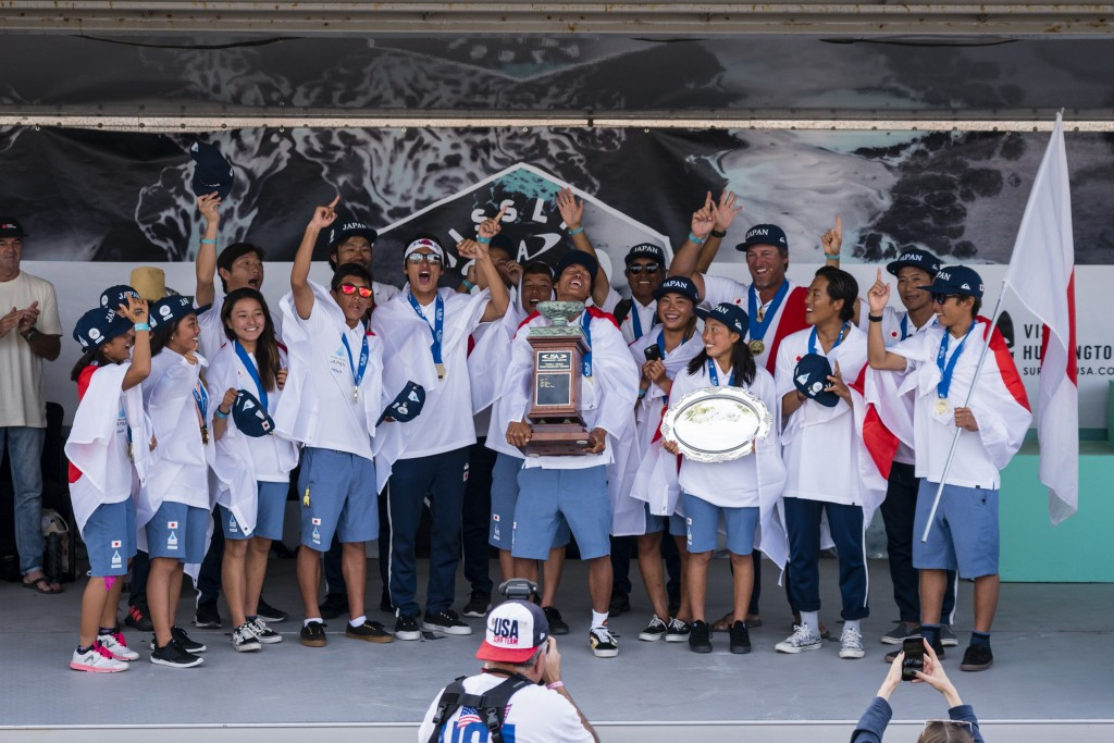 Team Japan celebrates their historic first-ever Team Gold Medal in the VISSLA ISA World Junior Surfing Championship. Photo: ISA / Ben Reed
