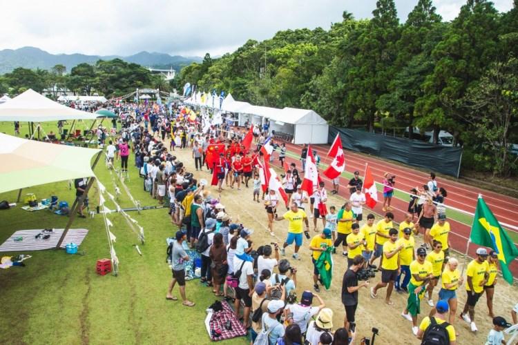 El Desfile de las Naciones se dirige hacia el escenario de la Ceremonia de Apertura con demostraciones de orgullo nacional. Foto: ISA / Pablo Jimenez