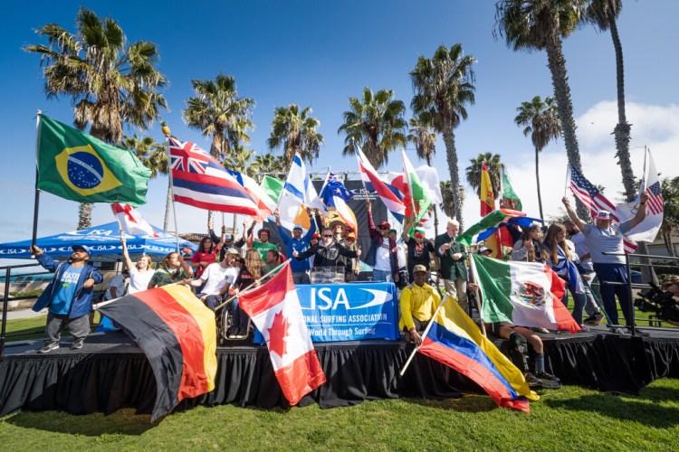 22 naciones tomaron el escenario para celebrar la apertura de la competición. Foto: ISA / Sean Evans
