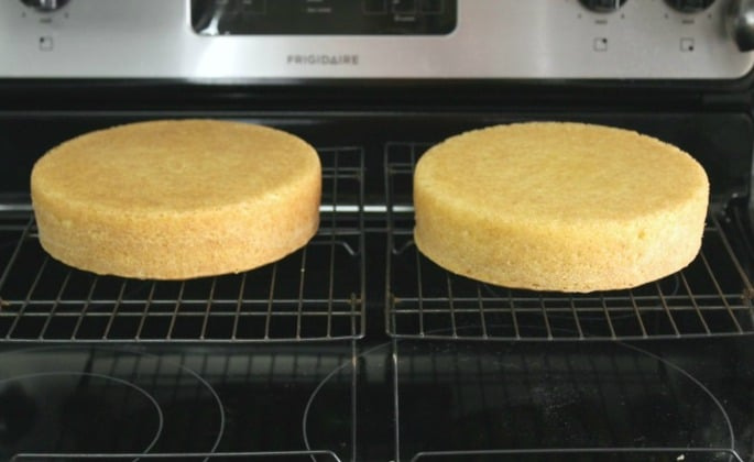 cooling the vanilla cakes