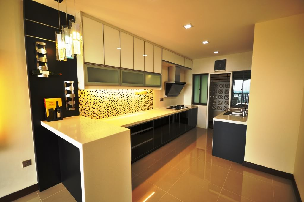 Black And White Kitchen with 3G Glass