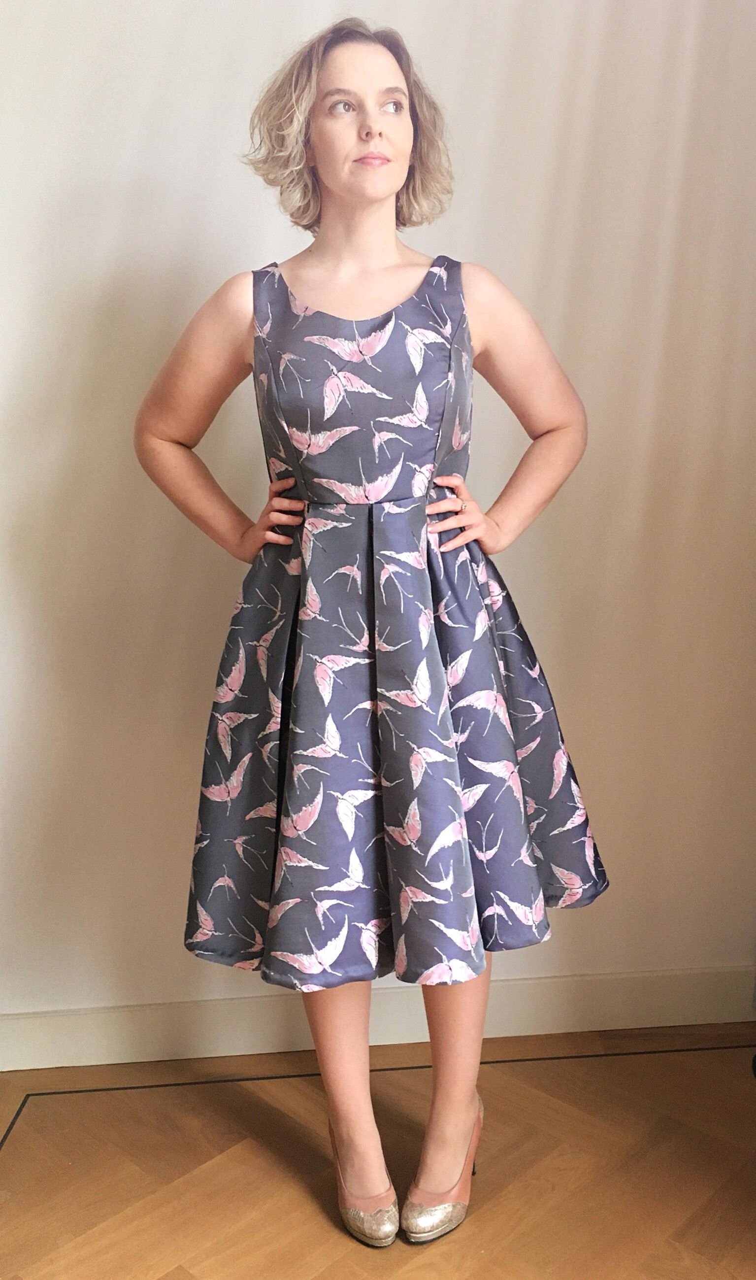 Box pleats, circle skirt, princess seams, sweetheart neckline - I love the Elsie Dress from Sew Over It!