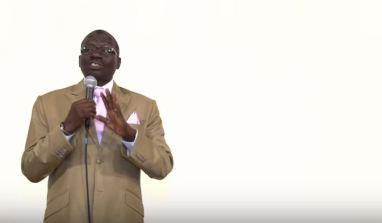 La conversion de Moussa, un imam ivoirien, qui maintenant, y voit