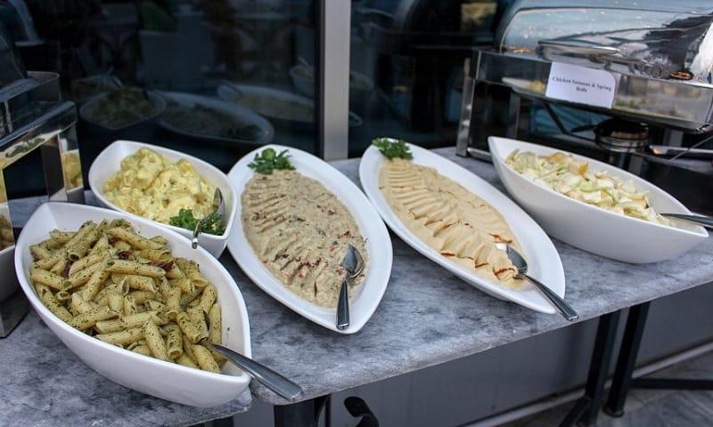 Pesto Pasta and hummus was delectable.