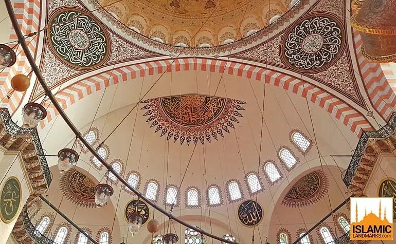 تفاصيل السقف في مسجد السليمانية